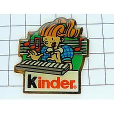 ピンズ・楽器キーボードと女の子