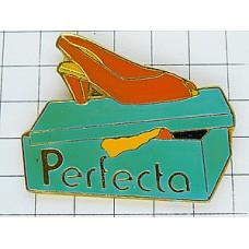 ピンバッジ・ハイヒールのサンダル靴