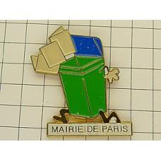 ピンズ・パリ市役所ゴミ箱