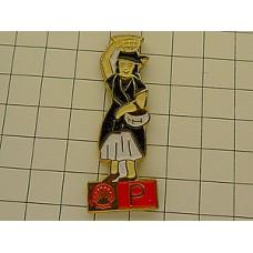 ピンズ・ポルトガル民族衣装の女の子
