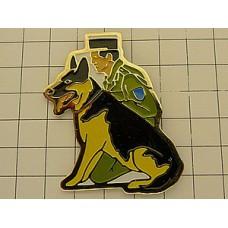 ピンズ・警察犬と警察官