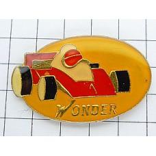 ピンズ・F1レース赤い車
