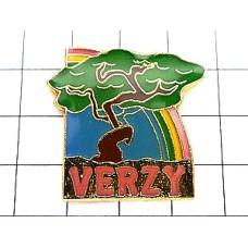 ピンズ・虹と一本の木