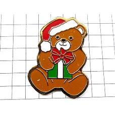 ピンバッジ・熊のぬいぐるみクリスマス贈り物